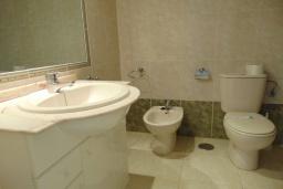 Ванная комната. Испания, Кальпе : Хорошая квартира для отдыха с 1 спальней и 1 ванной комнатой, прямо на пляже Леванте, с роскошным видом видом на море и пляж