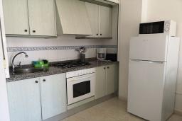 Кухня. Испания, Кальпе : Хорошая квартира для отдыха с 1 спальней и 1 ванной комнатой, прямо на пляже Леванте, с роскошным видом видом на море и пляж
