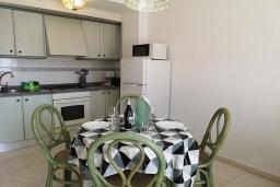 Обеденная зона. Испания, Кальпе : Хорошая квартира для отдыха с 1 спальней и 1 ванной комнатой, прямо на пляже Леванте, с роскошным видом видом на море и пляж