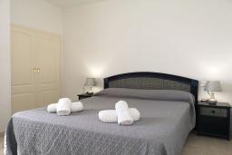 Спальня. Испания, Кальпе : Хорошая квартира для отдыха с 1 спальней и 1 ванной комнатой, прямо на пляже Леванте, с роскошным видом видом на море и пляж