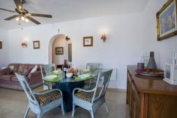 Обеденная зона. Испания, Кальпе : Замечательный дом для отдыха, недалеко от пляжа и Кальпе, с 3 спальнями, 2 ванными комнатами и частным бассейном с шезлонгами