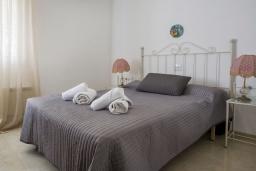 Спальня 2. Испания, Кальпе : Замечательный дом для отдыха, недалеко от пляжа и Кальпе, с 3 спальнями, 2 ванными комнатами и частным бассейном с шезлонгами