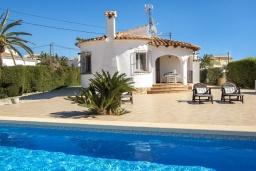 Вид на виллу/дом снаружи. Испания, Кальпе : Хорошая и удобная вилла в Кальпе с частным бассейном и вместимостью до 6 человек в тихом районе всего в 2 км от пляжа.