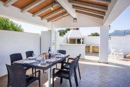 Терраса. Испания, Кальпе : Хорошая и удобная вилла в Кальпе с частным бассейном и вместимостью до 6 человек в тихом районе всего в 2 км от пляжа.