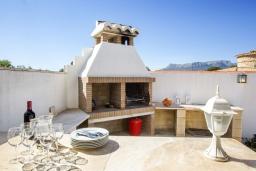 Зона барбекю / Мангал. Испания, Кальпе : Хорошая и удобная вилла в Кальпе с частным бассейном и вместимостью до 6 человек в тихом районе всего в 2 км от пляжа.