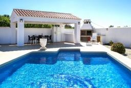 Бассейн. Испания, Кальпе : Хорошая и удобная вилла в Кальпе с частным бассейном и вместимостью до 6 человек в тихом районе всего в 2 км от пляжа.