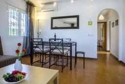 Гостиная / Столовая. Испания, Кальпе : Хорошая и удобная вилла в Кальпе с частным бассейном и вместимостью до 6 человек в тихом районе всего в 2 км от пляжа.