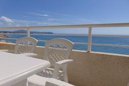 Вид на море. Испания, Кальпе : Просторная, уютная квартира с потрясающим панорамным видом на море, всего в 50 метрах от пляжа.