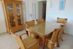 Обеденная зона. Испания, Кальпе : Просторная, уютная квартира с потрясающим панорамным видом на море, всего в 50 метрах от пляжа.