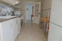 Кухня. Испания, Кальпе : Просторная, уютная квартира с потрясающим панорамным видом на море, всего в 50 метрах от пляжа.