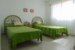 Спальня. Испания, Кальпе : Просторная, уютная квартира с потрясающим панорамным видом на море, всего в 50 метрах от пляжа.