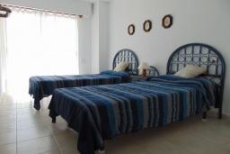 Спальня 2. Испания, Кальпе : Просторная, уютная квартира с потрясающим панорамным видом на море, всего в 50 метрах от пляжа.