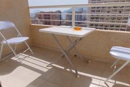 Балкон. Испания, Кальпе : Просторная, уютная квартира с потрясающим панорамным видом на море, всего в 50 метрах от пляжа.