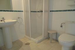 Ванная комната 2. Испания, Кальпе : Просторная, уютная квартира с потрясающим панорамным видом на море, всего в 50 метрах от пляжа.