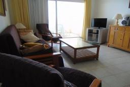 Гостиная / Столовая. Испания, Кальпе : Просторная, уютная квартира с потрясающим панорамным видом на море, всего в 50 метрах от пляжа.