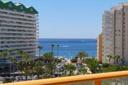 Вид на море. Испания, Кальпе : Квартира с видом на море и общими бассейнами, в непосредственной близости от пляжа в Кальпе, с 2 спальнями и 2 ванными комнатами
