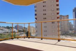 Терраса. Испания, Кальпе : Квартира с видом на море и общими бассейнами, в непосредственной близости от пляжа в Кальпе, с 2 спальнями и 2 ванными комнатами