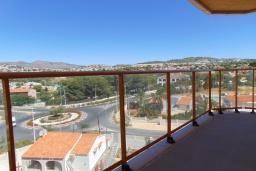 Балкон. Испания, Кальпе : Квартира с видом на море и общими бассейнами, в непосредственной близости от пляжа в Кальпе, с 2 спальнями и 2 ванными комнатами
