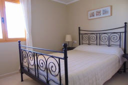 Спальня. Испания, Кальпе : Квартира с видом на море и общими бассейнами, в непосредственной близости от пляжа в Кальпе, с 2 спальнями и 2 ванными комнатами