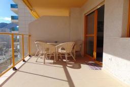 Терраса. Испания, Кальпе : Небольшая симпатичная квартира с уютным интерьером, не оставит Вас равнодушными, с 1 спальней, 1 ванной комнатой и потрясающим видом на море.