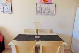 Обеденная зона. Испания, Кальпе : Небольшая симпатичная квартира с уютным интерьером, не оставит Вас равнодушными, с 1 спальней, 1 ванной комнатой и потрясающим видом на море.