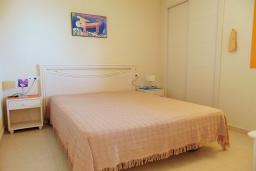 Спальня. Испания, Кальпе : Небольшая симпатичная квартира с уютным интерьером, не оставит Вас равнодушными, с 1 спальней, 1 ванной комнатой и потрясающим видом на море.
