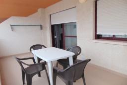 Терраса. Испания, Кальпе : Квартира с 1 спальней и 1 ванной комнатой, большой террасой с видом на море и пляж , расположенная в Кальпе, на берегу пляжа Леванте.