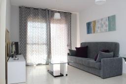 Гостиная / Столовая. Испания, Кальпе : Квартира с 1 спальней и 1 ванной комнатой, большой террасой с видом на море и пляж , расположенная в Кальпе, на берегу пляжа Леванте.