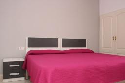 Спальня. Испания, Кальпе : Комфортабельная 1 комнатная квартира с большой террасой  и с видом на море и пляж , расположенная в Кальпе, на берегу пляжа.
