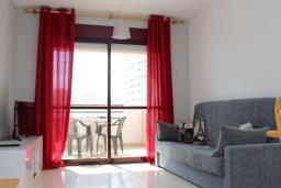 Гостиная / Столовая. Испания, Кальпе : Комфортабельная 1 комнатная квартира с большой террасой  и с видом на море и пляж , расположенная в Кальпе, на берегу пляжа.
