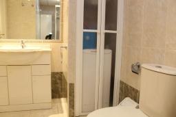 Ванная комната. Испания, Кальпе : Очень хорошая квартира с 1 спальней, 1 ванной комнатой и террасой с видом на море, расположена на пляже Леванте, в Кальпе,