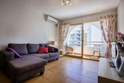 Гостиная / Столовая. Испания, Кальпе : Апартаменты с видом на море и бассейy, всего в 100 метрах от моря и пляжа Калалга, с 2 спальнями и 1 ванной комнатой.