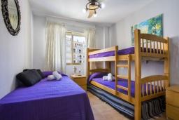 Спальня 2. Испания, Кальпе : Апартаменты с видом на море и бассейy, всего в 100 метрах от моря и пляжа Калалга, с 2 спальнями и 1 ванной комнатой.