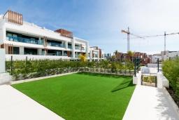 Территория. Испания, Эстепона : Потрясающая квартира с террасой, общим и детским бассейнами и крытой парковкой в городе Эстепона, в 800 м от пляжа Эль-Саладильо и в 2,9 км от пляжа Арройо-лас-Каньяс-Велерин, 2 спальни, 2 ванные комнаты, Wi-Fi.