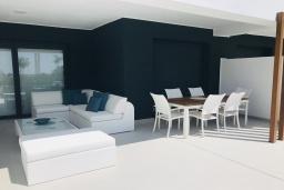 Терраса. Испания, Эстепона : Потрясающая квартира с террасой, общим и детским бассейнами и крытой парковкой в городе Эстепона, в 800 м от пляжа Эль-Саладильо и в 2,9 км от пляжа Арройо-лас-Каньяс-Велерин, 2 спальни, 2 ванные комнаты, Wi-Fi.
