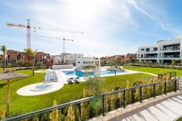 Вид на виллу/дом снаружи. Испания, Эстепона : Потрясающая квартира с террасой, общим и детским бассейнами и крытой парковкой в городе Эстепона, в 800 м от пляжа Эль-Саладильо и в 2,9 км от пляжа Арройо-лас-Каньяс-Велерин, 2 спальни, 2 ванные комнаты, Wi-Fi.