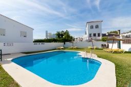 Бассейн. Испания, Нерха : Великолепный таунхаус с террасой, бассейном, Wi-Fi и парковкой в Нерхе, недалеко от пляжа Бурриана, 2 спальни, 1 ванная комната, туалет.