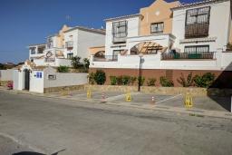 Вход. Испания, Нерха : Великолепный таунхаус с террасой, бассейном, Wi-Fi и парковкой в Нерхе, недалеко от пляжа Бурриана, 2 спальни, 1 ванная комната, туалет.
